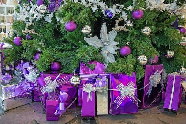 Christmas tree decoration Premium Photo