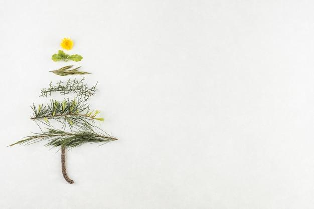 Albero di natale dai rami Foto Gratuite