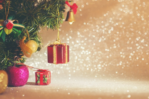 Christmas tree with decorative objects Free Photo