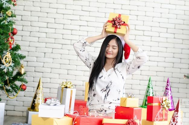 Christmas women enjoy with christmas gift box Premium Photo