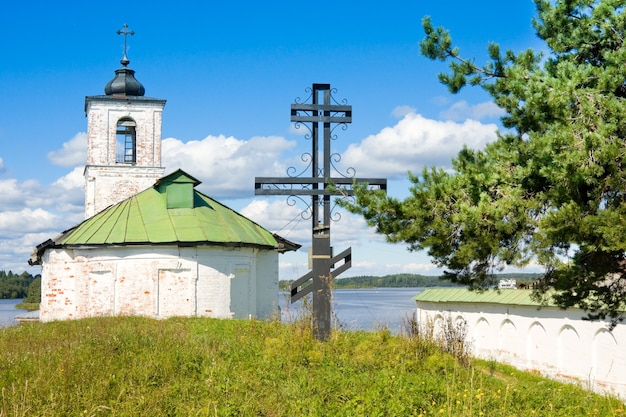 Church of introduction of blessed virgin mary to the temple in the village of goritsy vologda region, russia Premium Photo