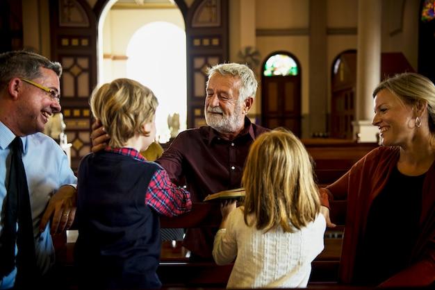 Церковные люди верят в веру религиозные Premium Фотографии