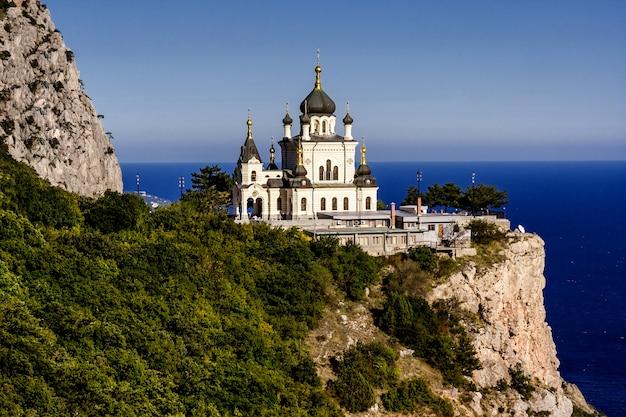 Church of the resurrection of christ (church on the rock), foros, crimea, ukraine. Premium Photo