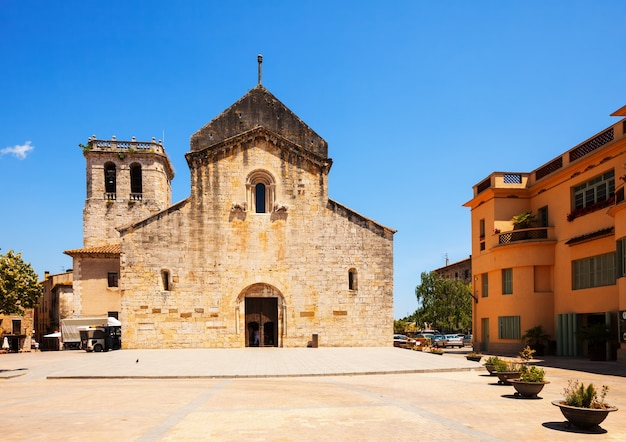 Church of sant pere. besalu. catalonia Free Photo