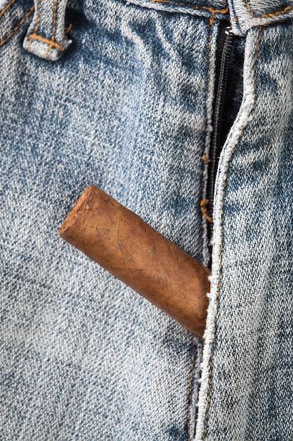 i jeans con 'entrata' nascosta per toccare il pene altrui