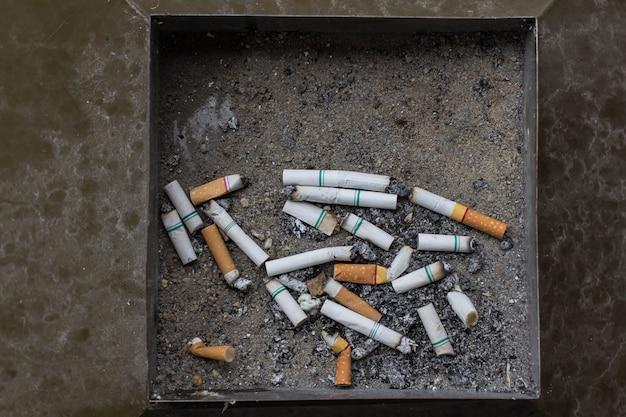 ごみのタバコ灰皿フィルター Premium写真