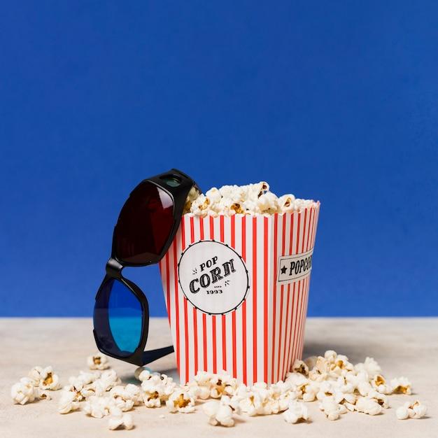 Occhiali da cinema e popcorn Foto Gratuite