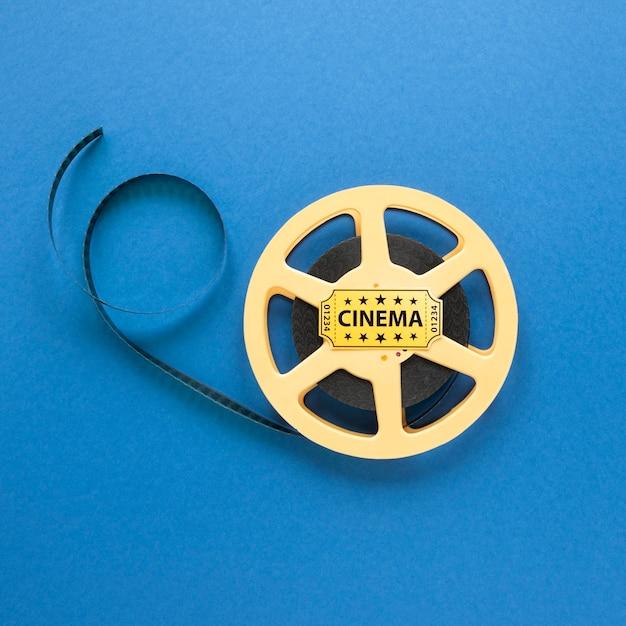 青色の背景に映画館映画リール 無料写真