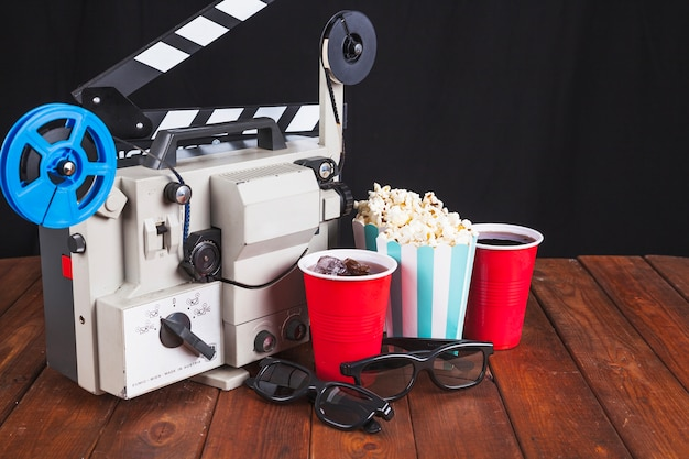 Cinema stuff and movie projector Free Photo