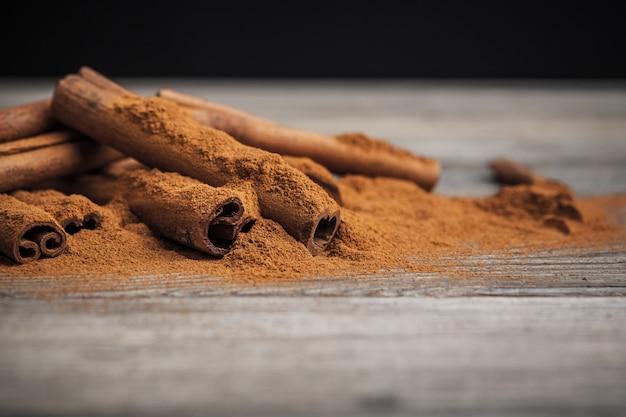 Cinnamon sticks on wooden. Premium Photo