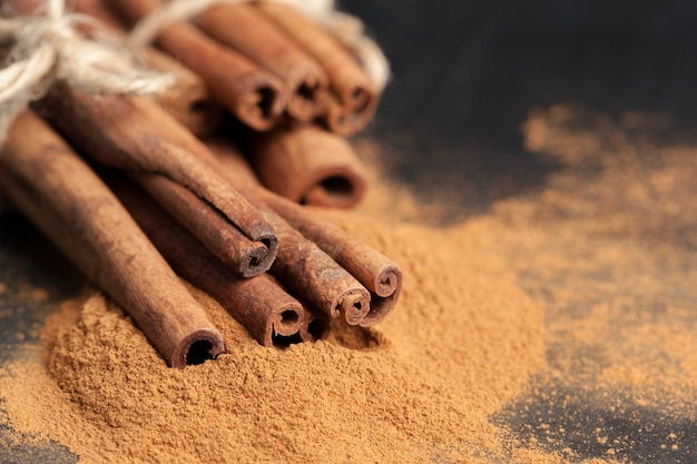 Cinnamon sticks Premium Photo