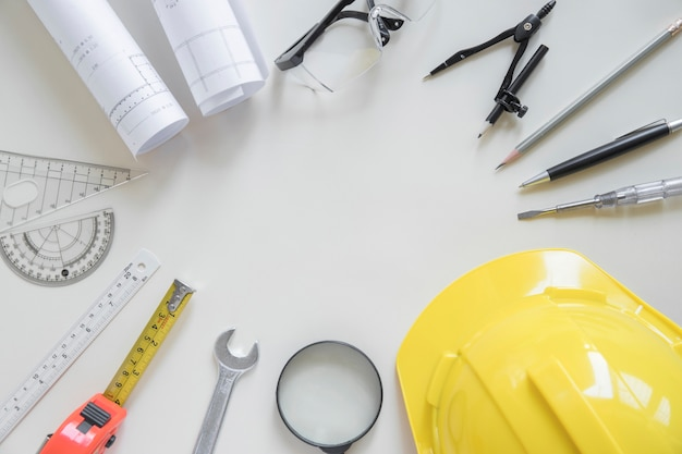 Circle from safety gear and drafting supplies Free Photo
