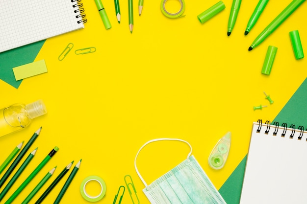 Circular frame with yellow background Free Photo