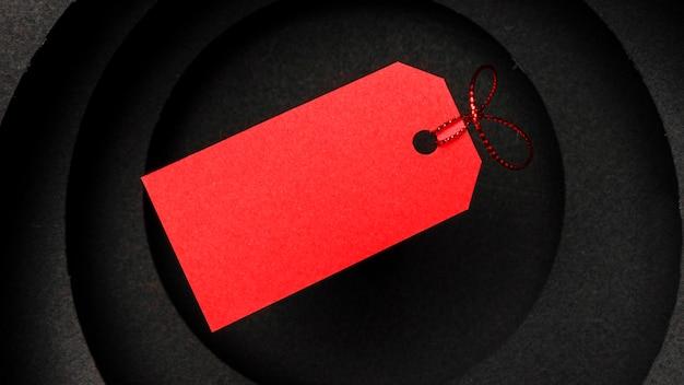 Круглые слои темного фона и красный ценник Бесплатные Фотографии