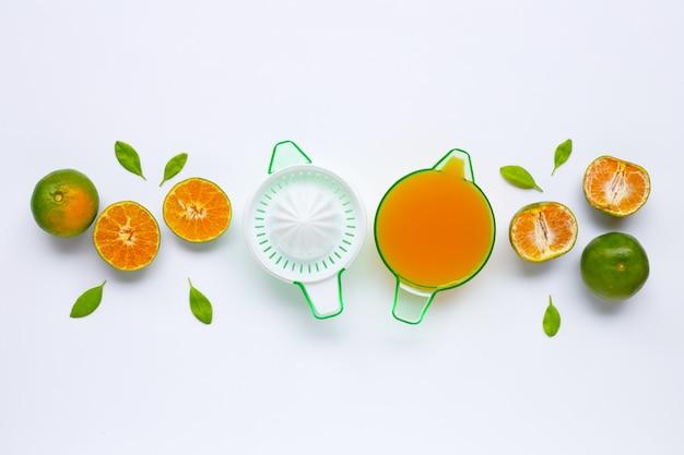 Citrus orange juicer with oranges on white Premium Photo