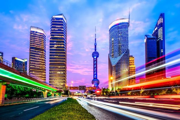 City nightによるモーションスピードエフェクト Premium写真