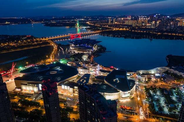 Городские пейзажи и движение в индустриальном парке уси ночью Бесплатные Фотографии