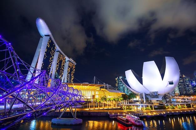 Городской пейзаж сингапура в заливе марина. Бесплатные Фотографии
