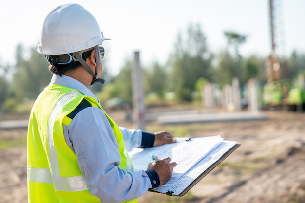 Civil engineer inspection piling work at infrastructure construction site Premium Photo