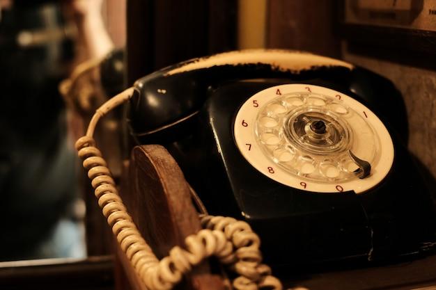 Классический и старый телефонный приемник Premium Фотографии