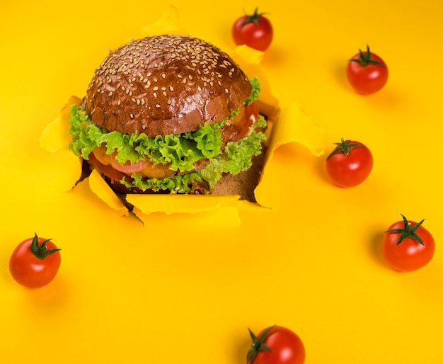 Classic beef burger with cherry tomatoes Free Photo