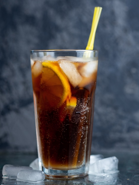 Classic long island iced tea, cocktails with strong drinks . vodka,gin, rum, tequila and lemon juice with cola and ice Premium Photo