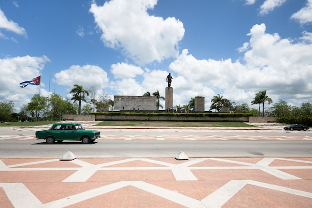Classing car passing in front of monument in cuba Free Photo