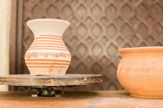 Clay jar dries on round stand Premium Photo