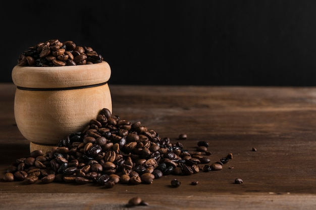 Clay pot with coffee beans Free Photo