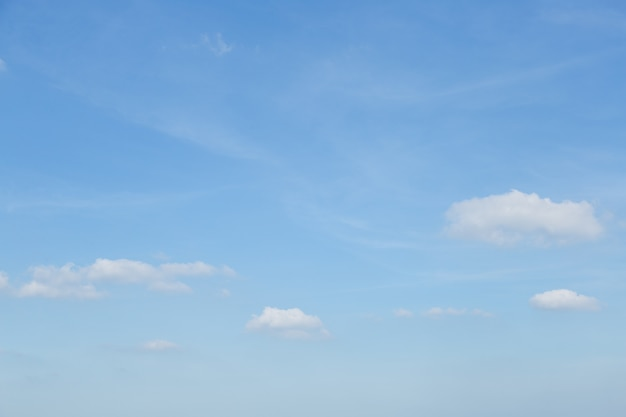 Clear sky in the daytime.   Premium Photo