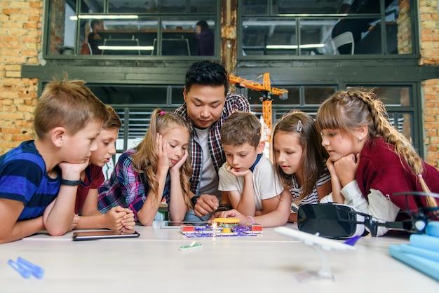 Dạy lập trình cho trẻ em giúp các em cải thiện kỹ năng giải quyết vấn đề