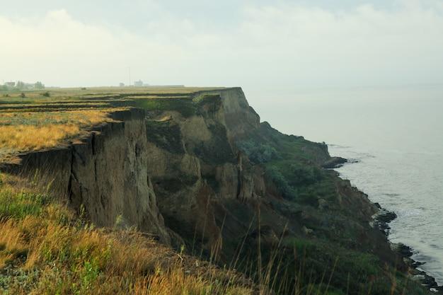 崖。黒海沿いの風光明媚な自然 Premium写真