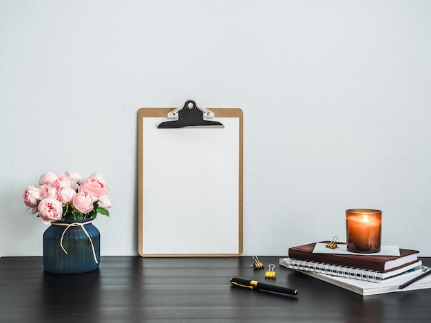 Clipboard with white empty page on table Premium Photo