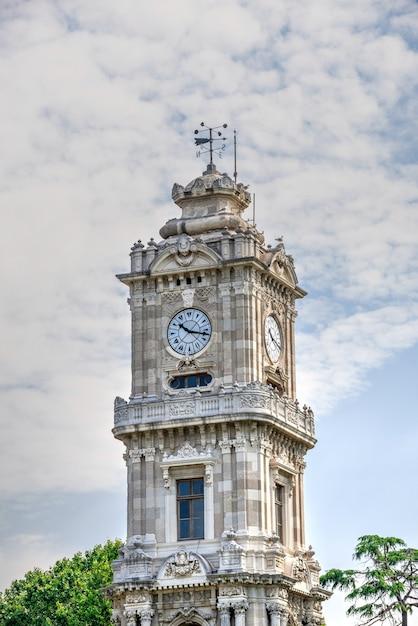 이스탄불, 터키의 시계탑 돌마 바흐 체 프리미엄 사진
