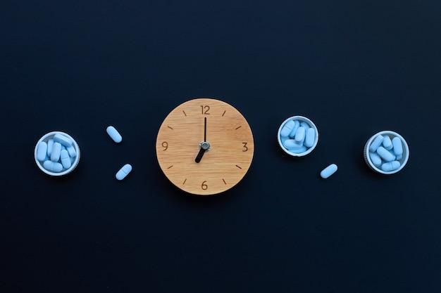 Часы с «prep» (предэкспозиционная профилактика). используется для предотвращения вич в темноте. копировать пространство Premium Фотографии
