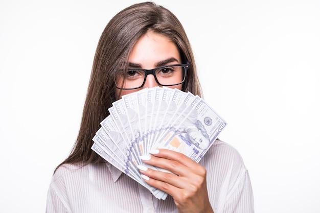 Крупным планом портрет деловой женщины с длинными каштановыми волосами Бесплатные Фотографии
