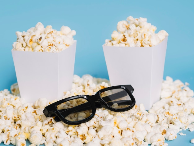 Close-up 3d glasses with salted popcorn Free Photo