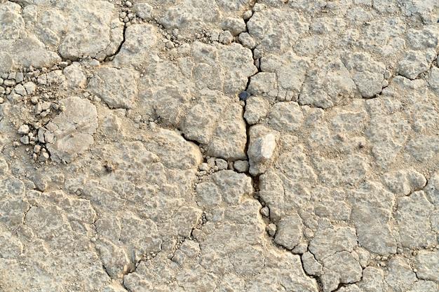 Chiuda su della pietra beige astratta della crepa. concetto di tessitura con fessura nella pietra. Foto Gratuite