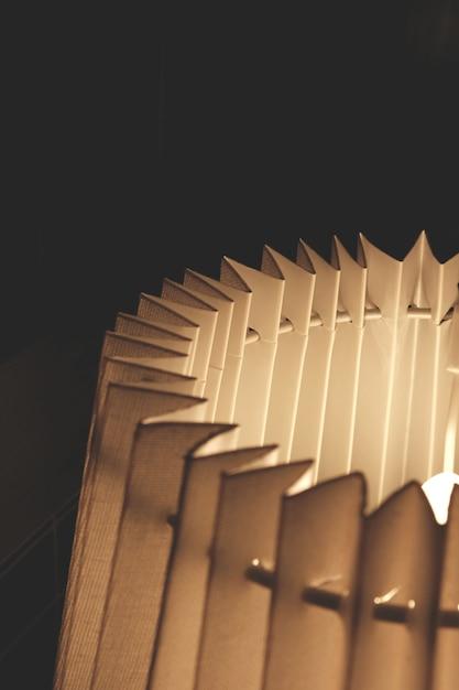Primo piano lampada a fisarmonica Foto Gratuite