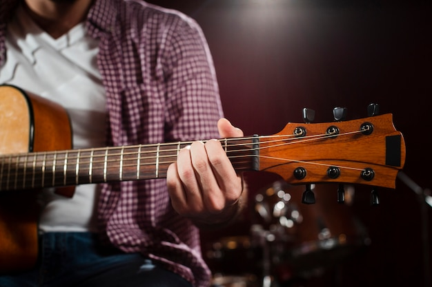 Close-up acoustic guitar grif with strings Free Photo