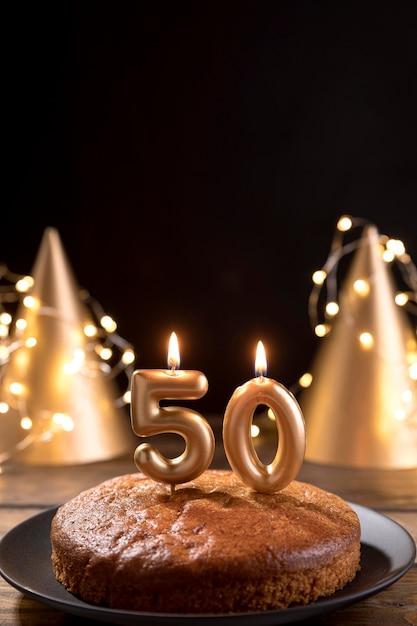 Крупным планом юбилейный торт на столе Бесплатные Фотографии
