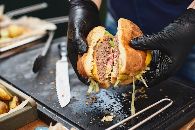Close up of appetising beef burger. Premium Photo