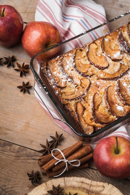 Close-up apples and a delicious cake Free Photo