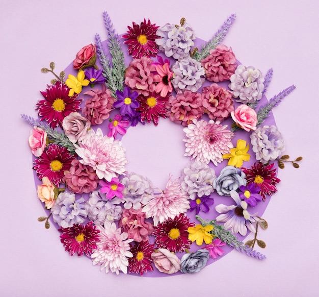 Close-up arrangement of pretty flowers Free Photo