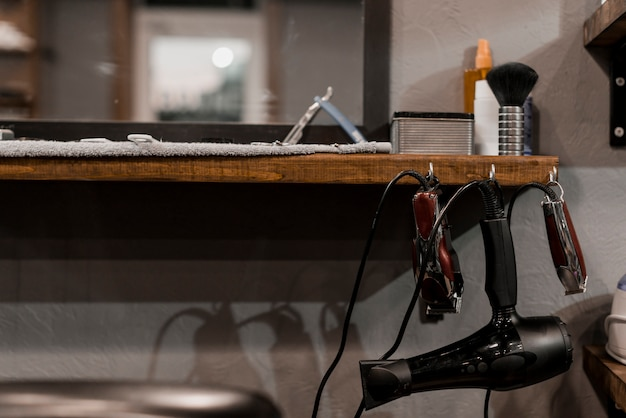 Close-up of barber's electric tools in barber shop Free Photo