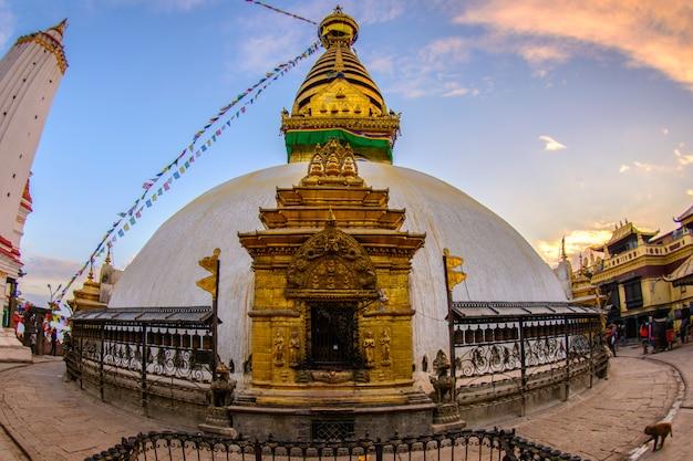 Close up beautiful of boudhanath stupa at kathmandu, nepal Premium Photo