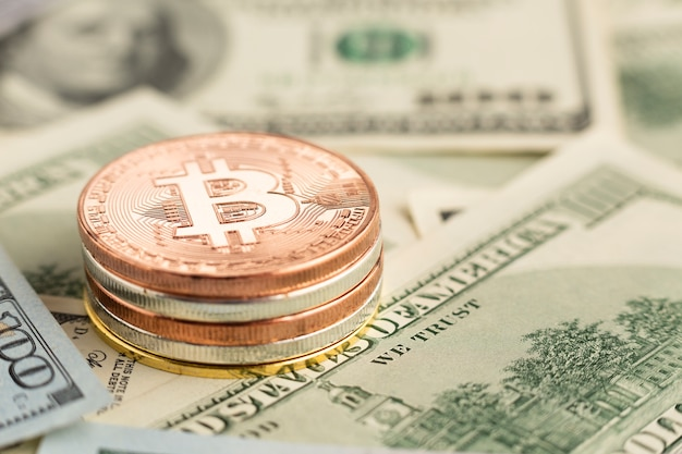 Close-up bitcoin pile on top of banknotes Free Photo
