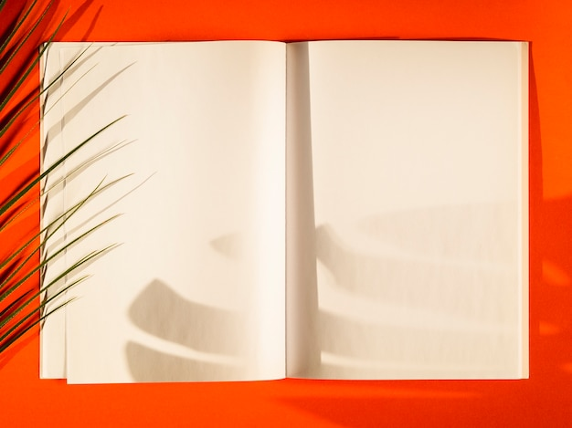 Close-up blank papers with red background Free Photo
