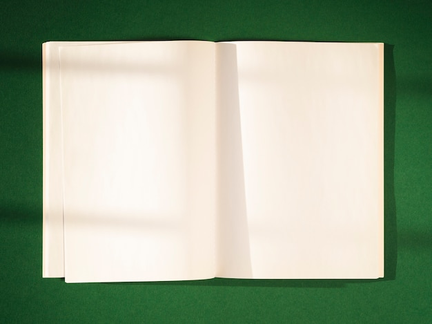 Close-up blank papers with shadows Free Photo