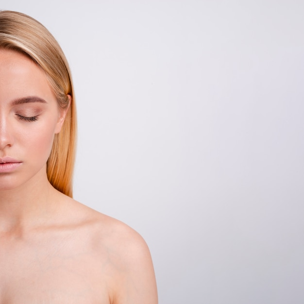 Close-up blonde woman with closed eyes and copy-space Free Photo